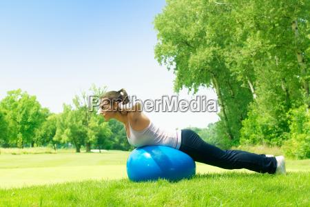 fitness mujeres haciendo ejercicio con pilates