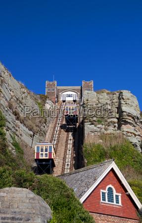 tren vehiculo transporte levantar ascensor superior