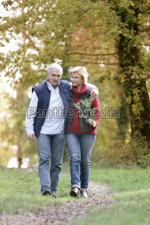 couple in the countryside