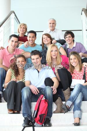 los estudiantes que presentan con sus