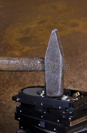 martillo en la pila de disco