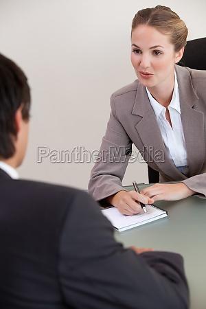 conversacion hablar hablando habla charla oficina