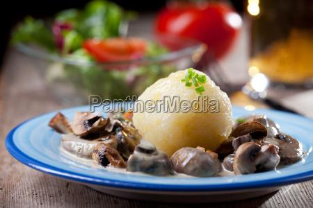 bolinhos de batata com molho de