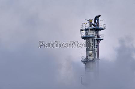 torre industrial vapor polucion surgir oculto