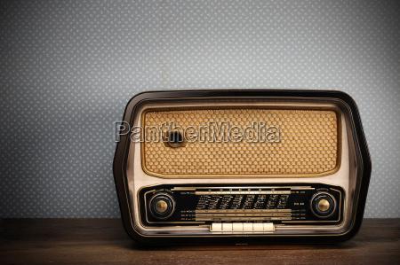 radio antigua en el fondo de