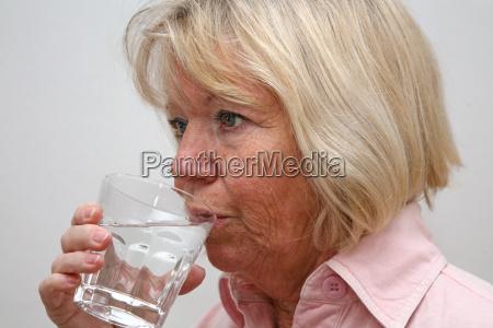 mujer vidrio vaso salud beber bebida