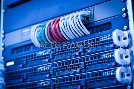 racimo rack de servidores en un