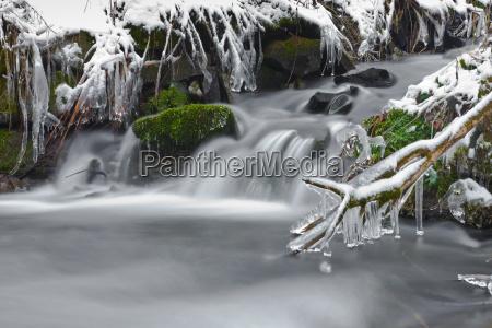 arroyo congelado torrente idilico corriente del