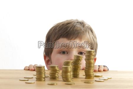 torres dinero experimentados jovenes