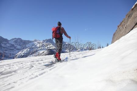 montanyas persona ascenso skitour esquiador alpinista