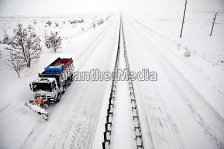 arado de nieve de carretera