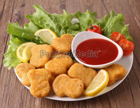 comida pollo salsa de tomate frito