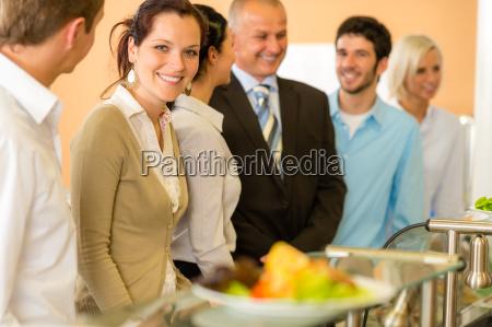 companyeros de negocios esperando el almuerzo
