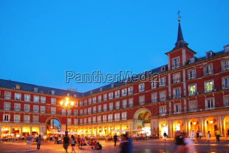 madrid plaza mayor plaza tipica de