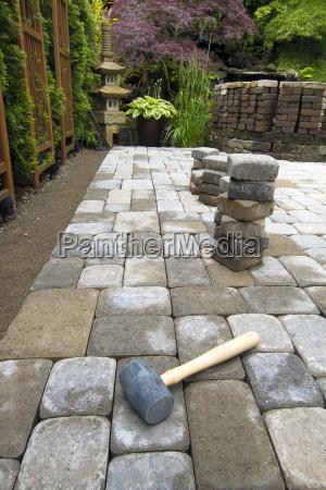laying garden pavers patio