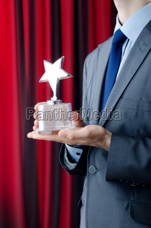 empresario galardonado con el premio star