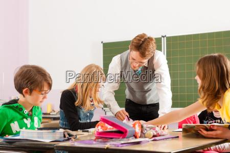 los ninyos y maestros aprenden en