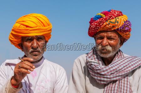 dos viejo indio con turbante de