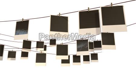polaroid colgando galeria