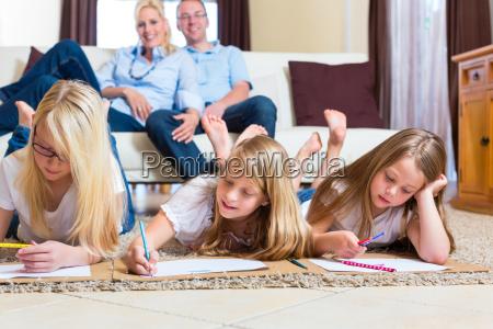 en casa juego juega mama madres