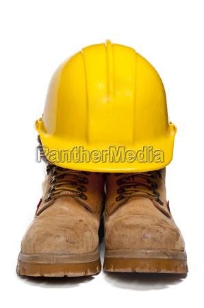 casco y botas de trabajo