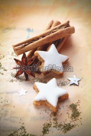especias de navidad y galletas