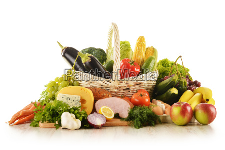 composicion con alimentos en la cesta