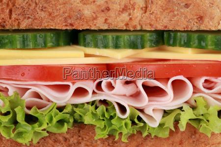 primer plano de un sandwich con