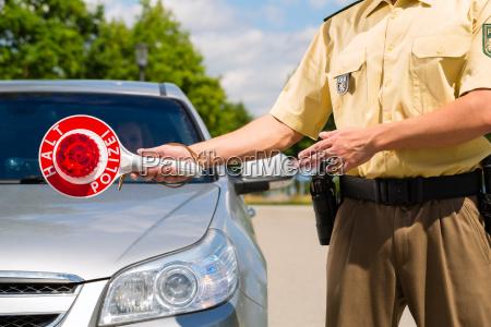 policia o policia en la patrulla