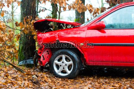 accidente coche reboto contra el