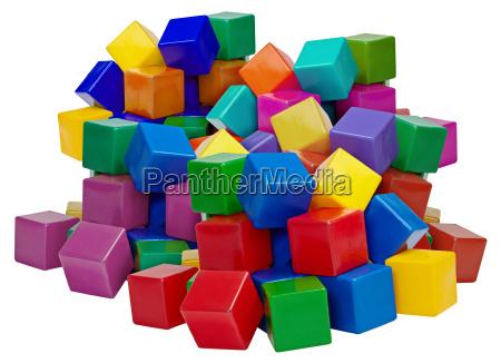 gran pila de bloques de plastico