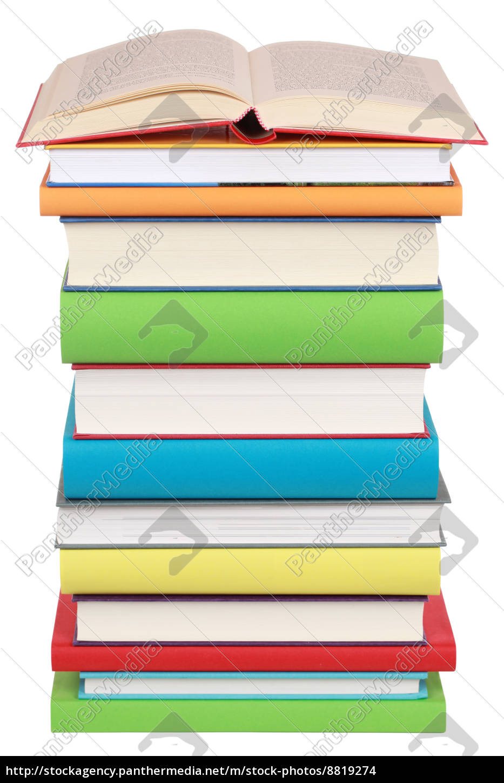 libro, abierto, sobre, una, pila, de - 8819274
