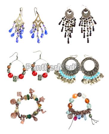 coleccion de joyas de mujer sobre