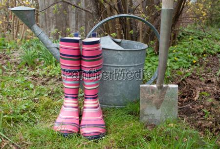 jardin planta primavera jardineria jardines botas