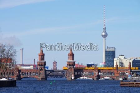 ciudad puente berlin juerga rio agua