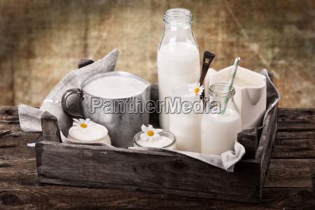 leche con el fondo rustico