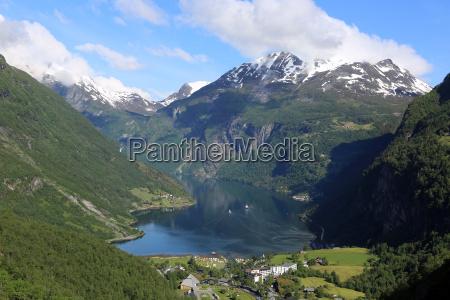 noruega fiordo montanya