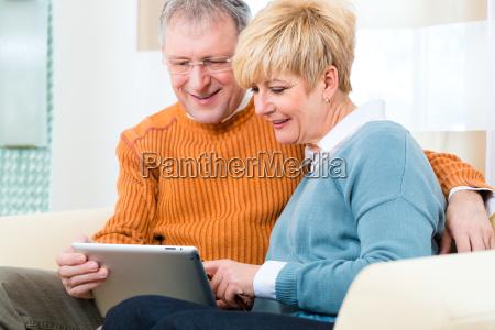 pensiero en casa con tablet pc