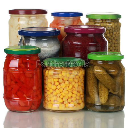 conservas de verduras en vasos