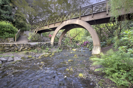 steps to the wooden bridge arches