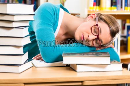 educacion aprender biblioteca estudiante leistungsdruck libro