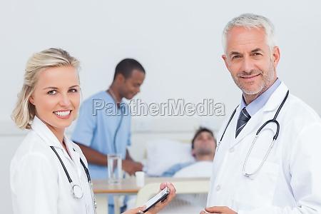 medico hablar hablando habla charla risilla