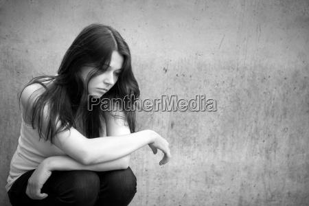 retrato de una muchacha triste pensativa