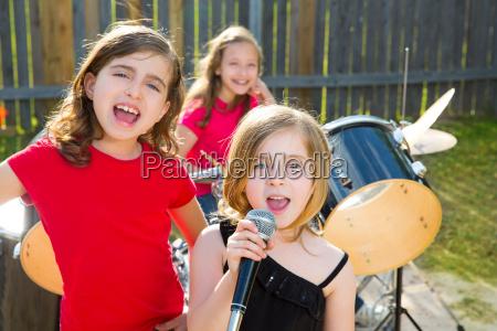 chidren cantante chica cantando tocando banda