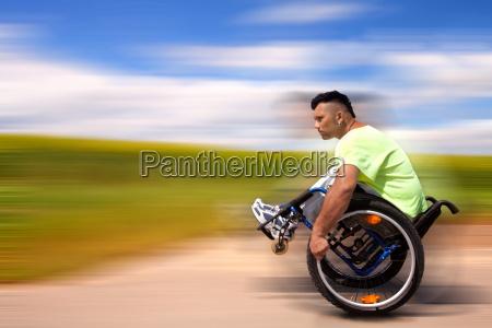silla de ruedas movimiento en movimiento
