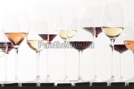 bodegon de copas de vino con