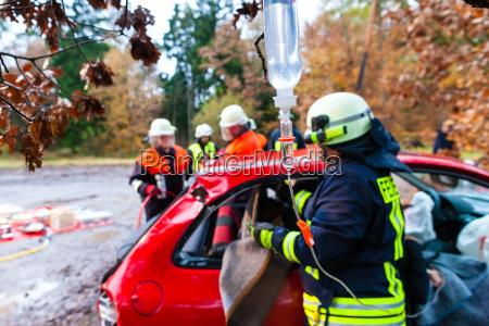 brigada de accidentes de fuego rescata