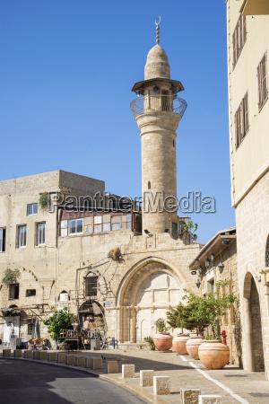 calle con minarete en tel aviv