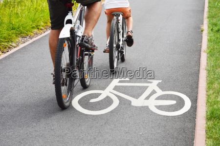 bicicleta de carretera y ciclistas