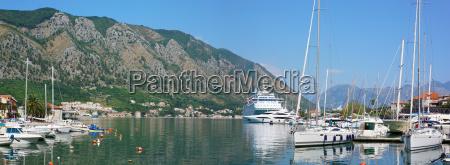 ciudad barcos velero barco con remos